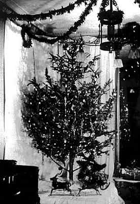 Pohon Natal yang pertama kali menggunakan lampu listrik sebagai ganti lilin untuk sumber cahaya.